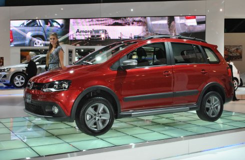 Vw present el nuevo suran cross mega autos for Dimensiones fiat idea