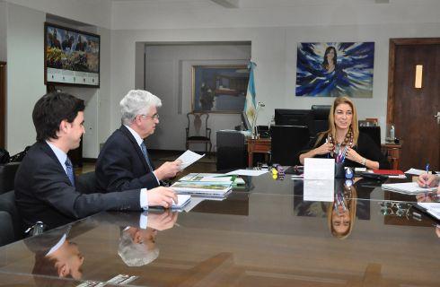 John Deere presentará su línea de tractores y cosechadoras nacionales