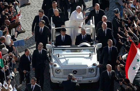 El Papamóvil del Papa Francisco es un Mercedes-Benz Clase G