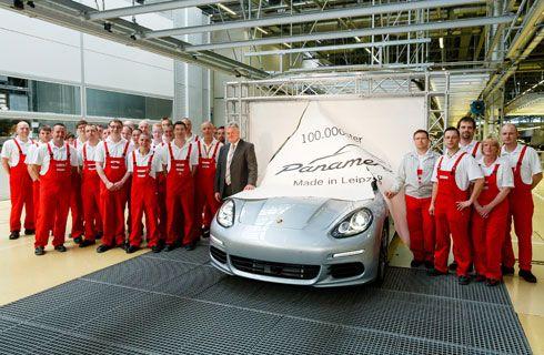 El Panamera número 100.000 sale de la fábrica de Leipzig