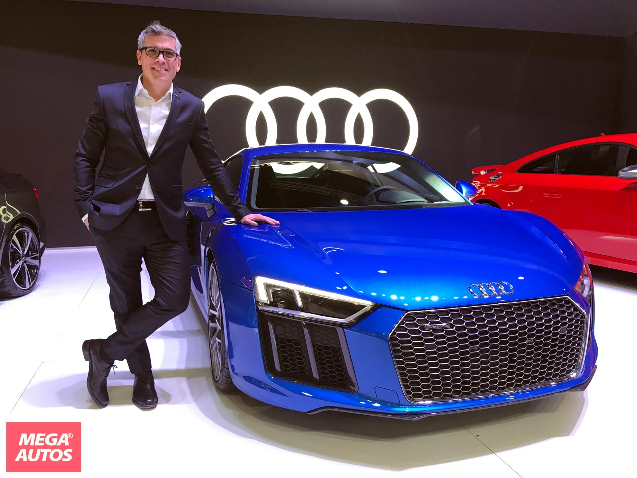 Gonzalo Cassina, Gerente de Marketing de Audi Argentina, junto al R8 V10 Plus.
