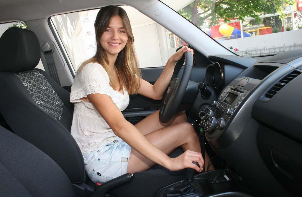 Marcela Kloosterboer a bordo de un Kia Soul Automático