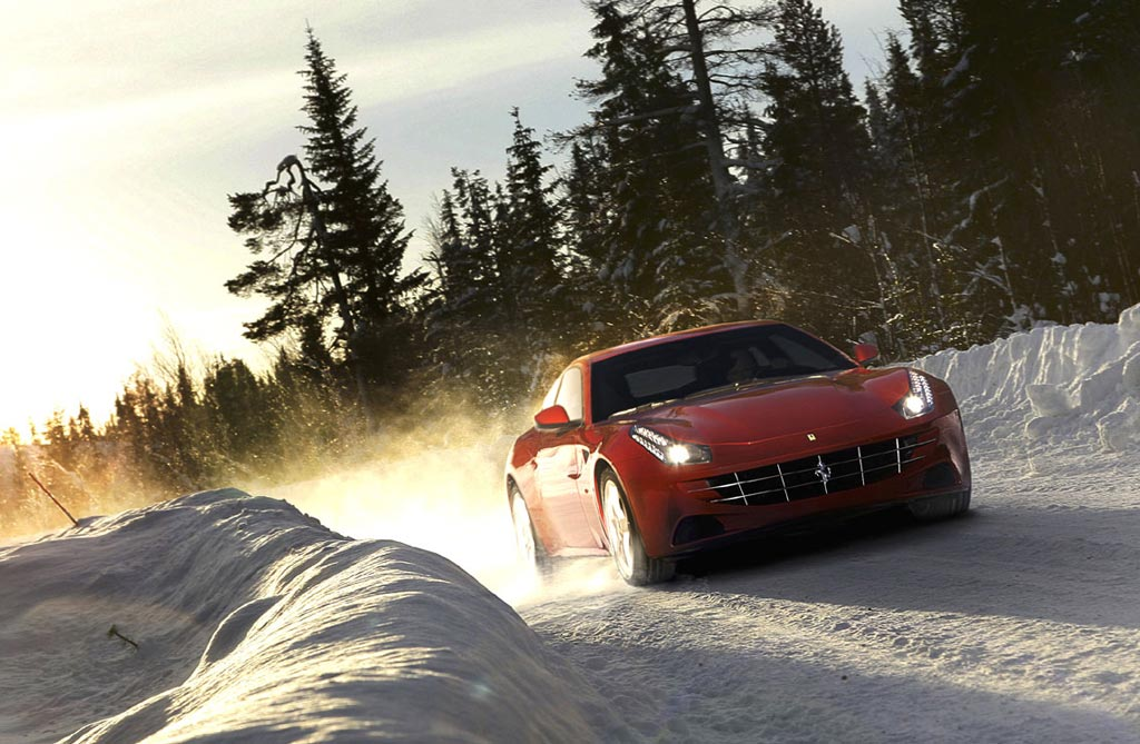 Ferrari FF en la nieve (Video)