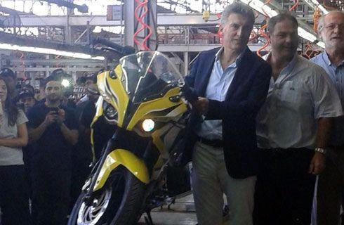 Macri visitó la fábrica de Corven Motos en Venado Tuerto