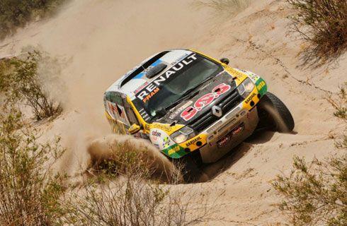 Gran tarea de los pilotos del Renault Duster Dakar Team