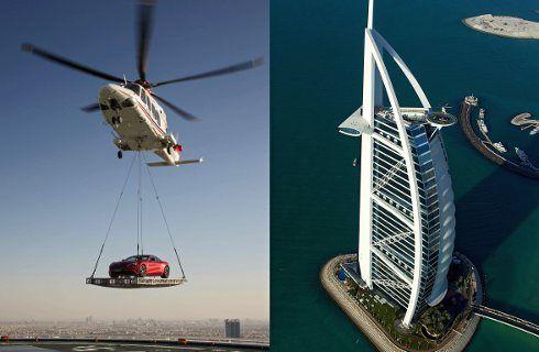 Un Aston Martin volando sobre Dubai
