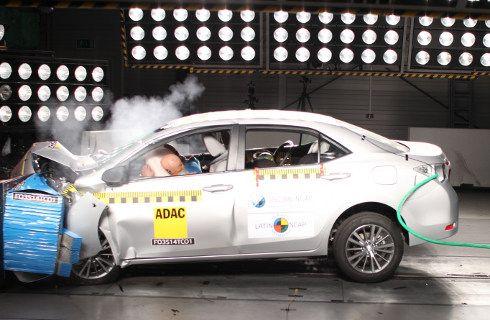 Latin NCAP: Toyota Corolla y VW Golf con 5 estrellas