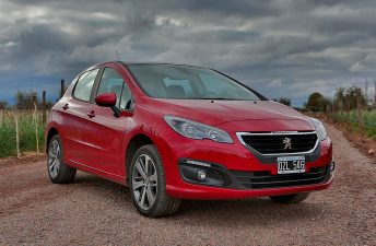 Más seguridad de serie para los Peugeot 308 y 408