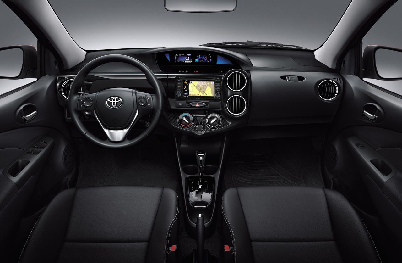 Interior Toyota Etios Platinum 2016