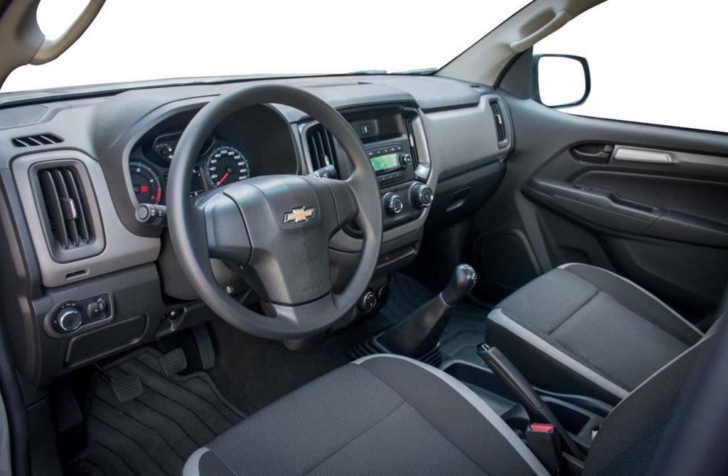 Chevrolet-S10-cabina-simple-LS-interior - Mega Autos