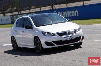 Manejamos los Peugeot 208 GTi y 308 S GTi en el Autódromo