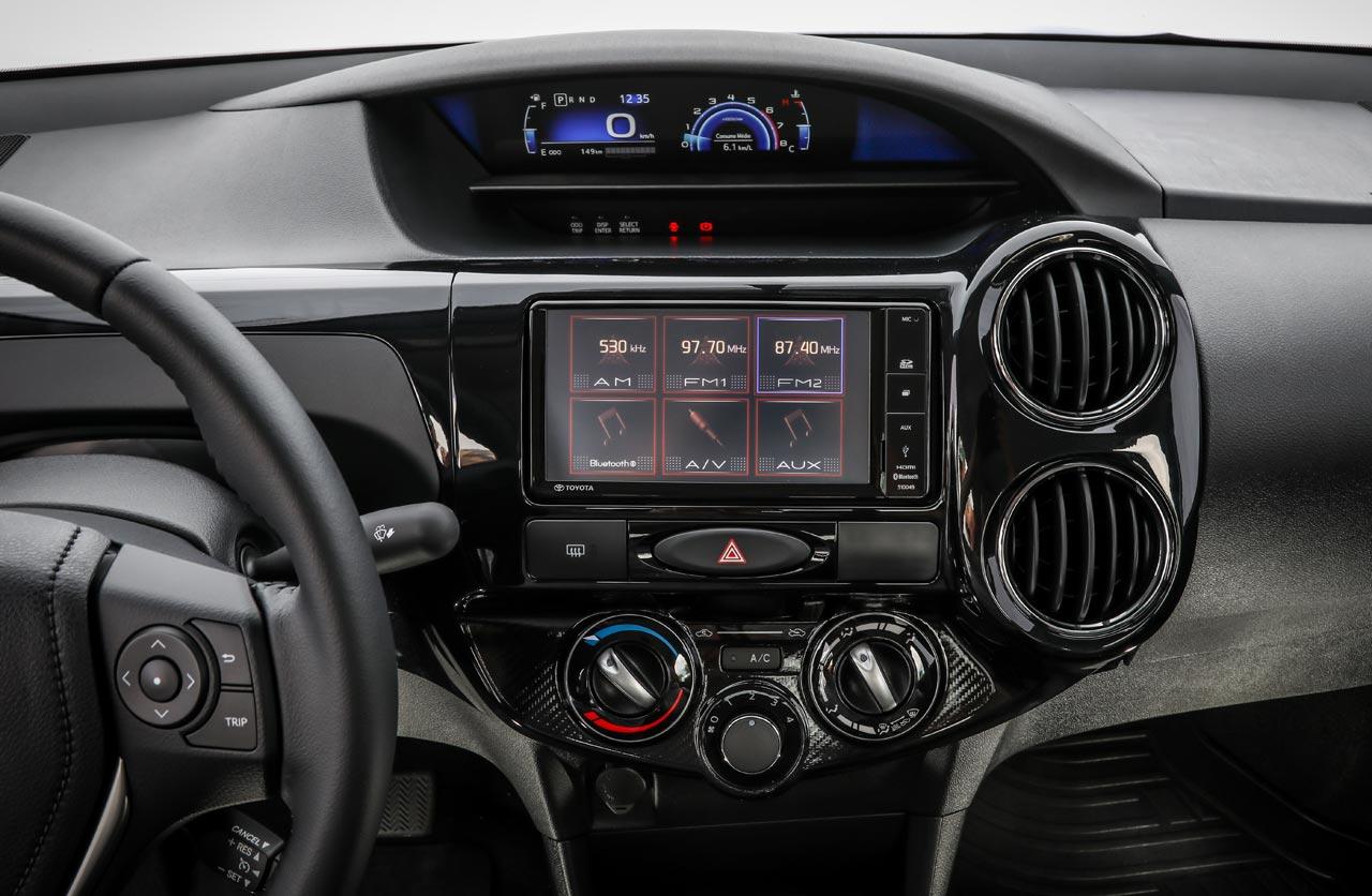 Toyota Etios 2018 tablero digital