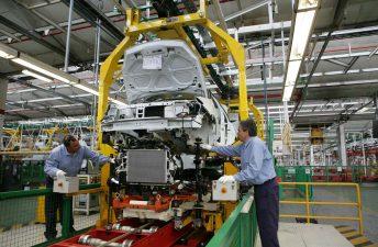 La producción de autos sigue en caída libre