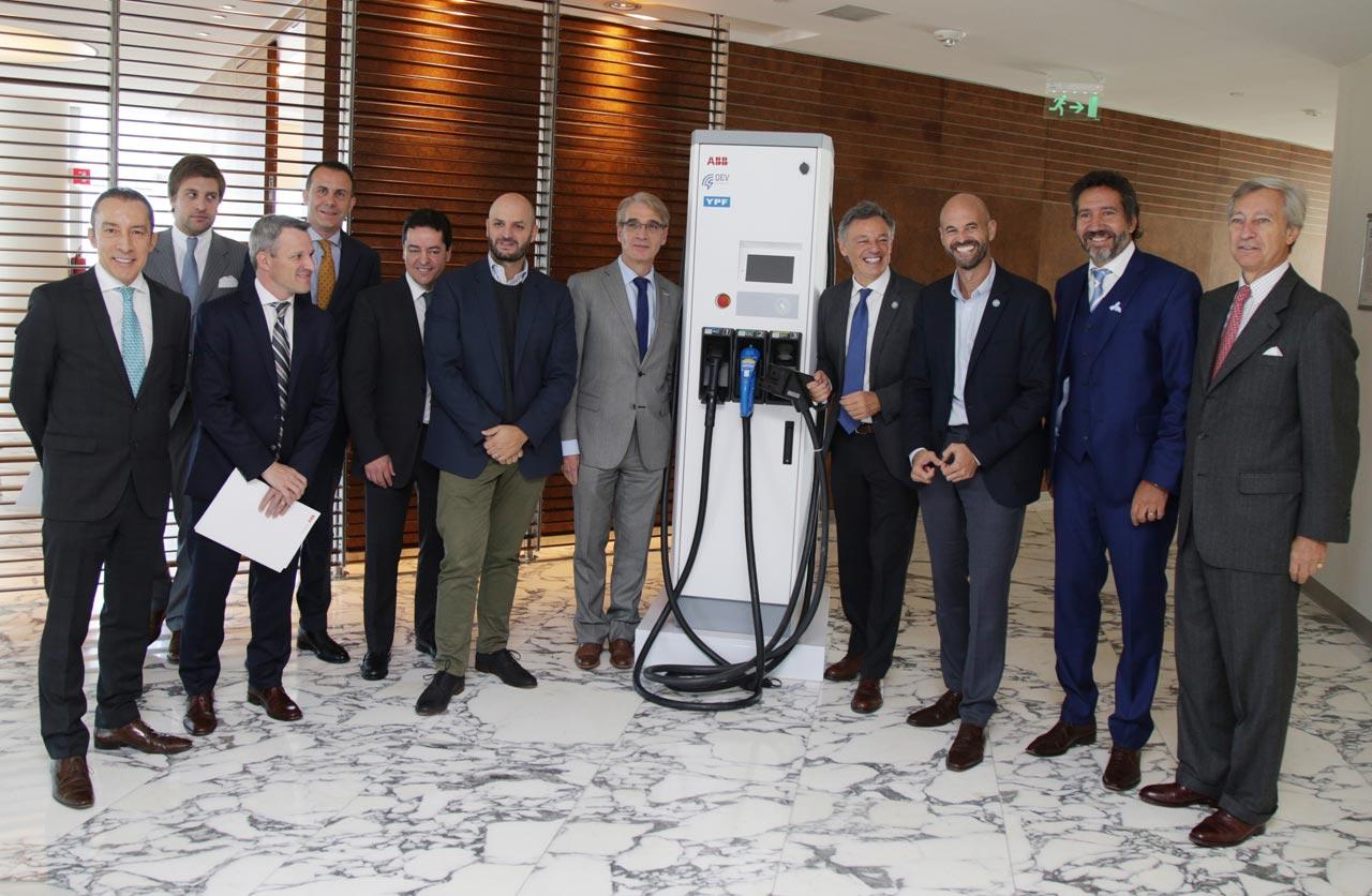 presentación cargador rápido autos eléctricos Argentina