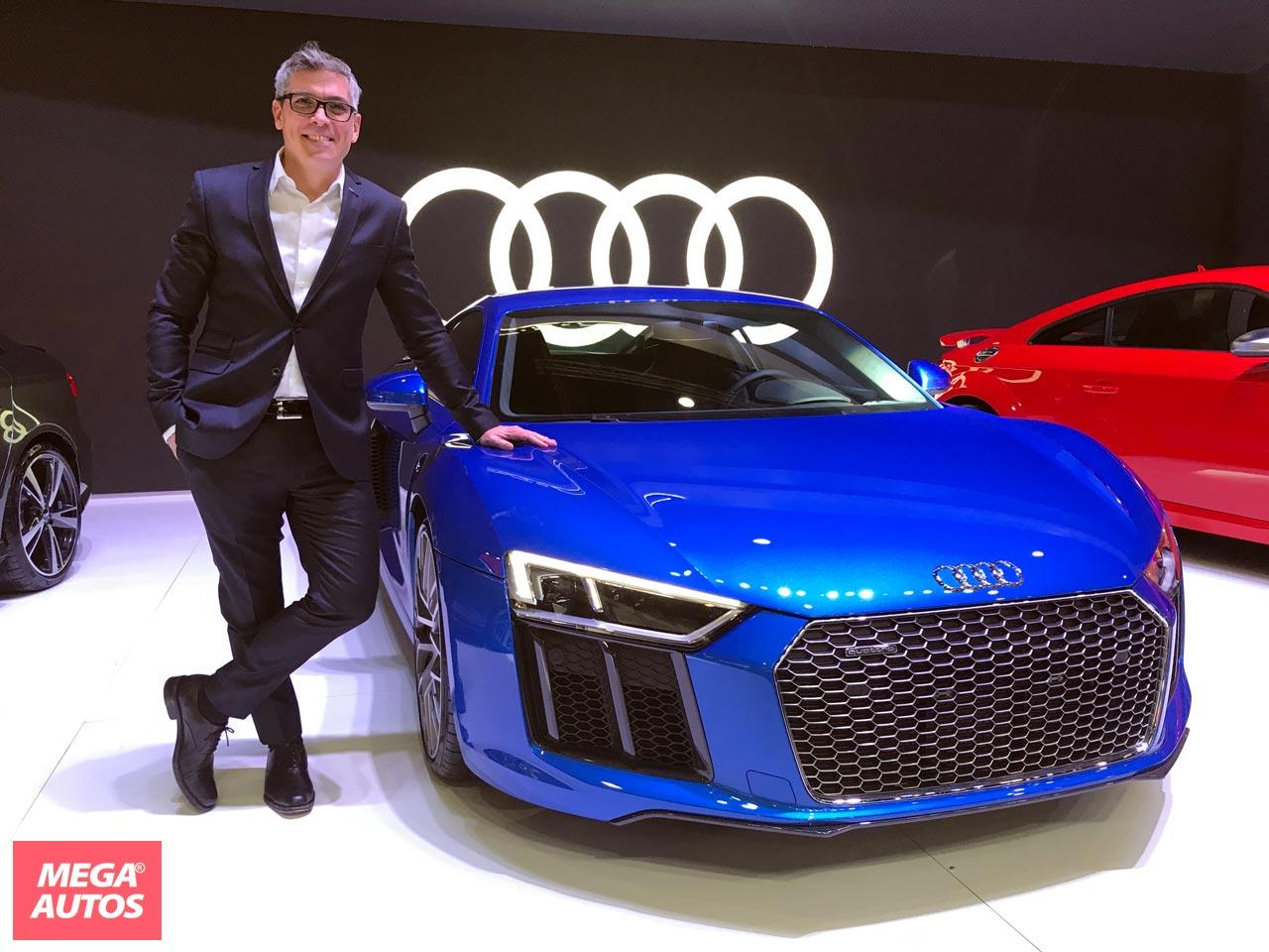Gonzalo Cassina, Gerente de Marketing de Audi Argentina, junto al R8 V10 Plus.