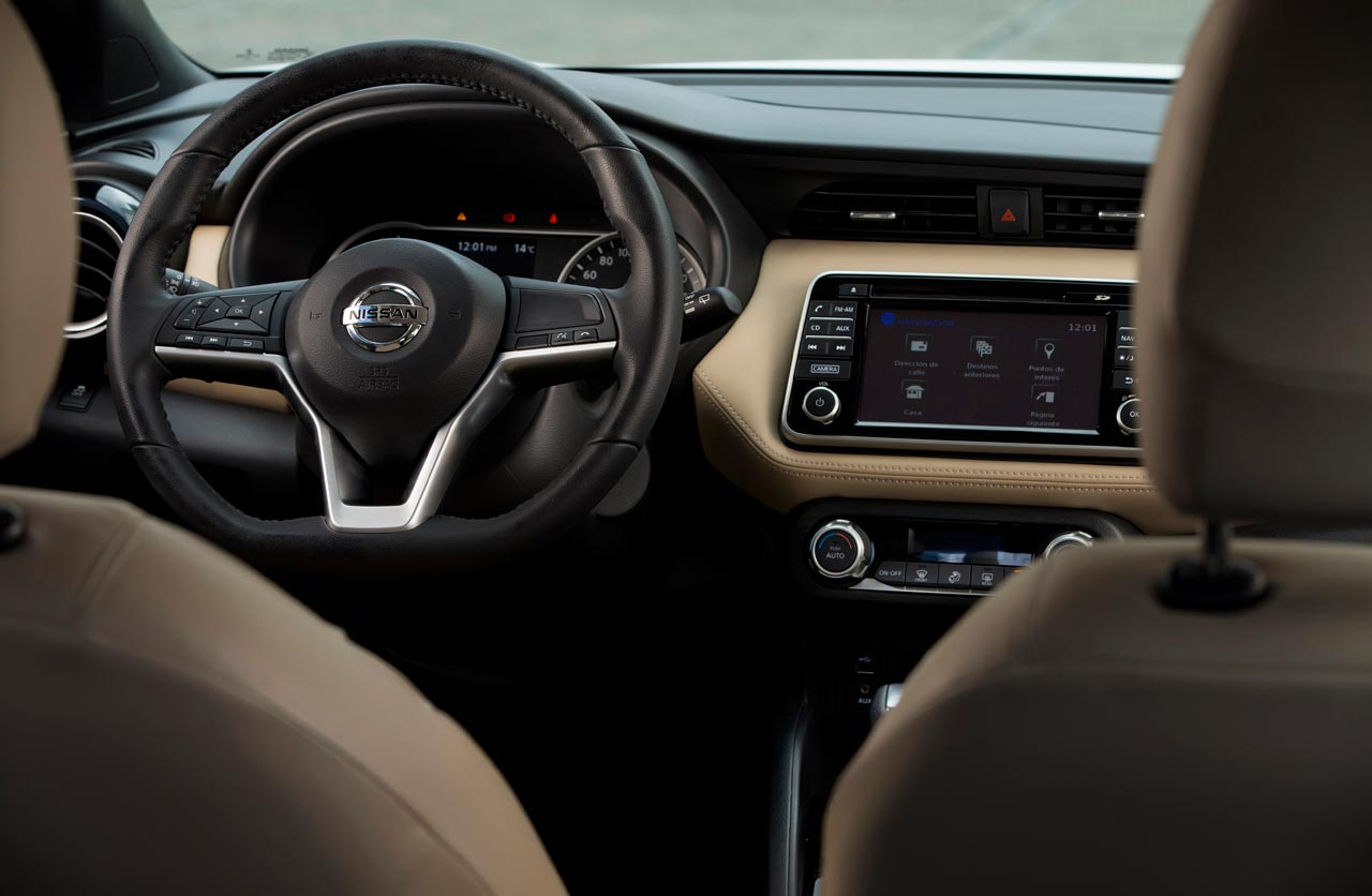 Interior Beige Nissan Kicks