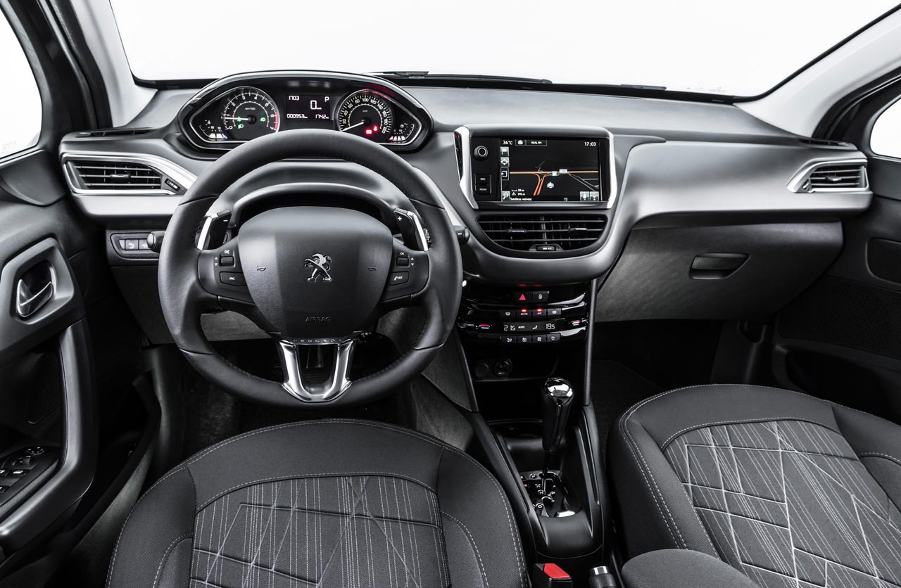 Interior Peugeot 208 AT6