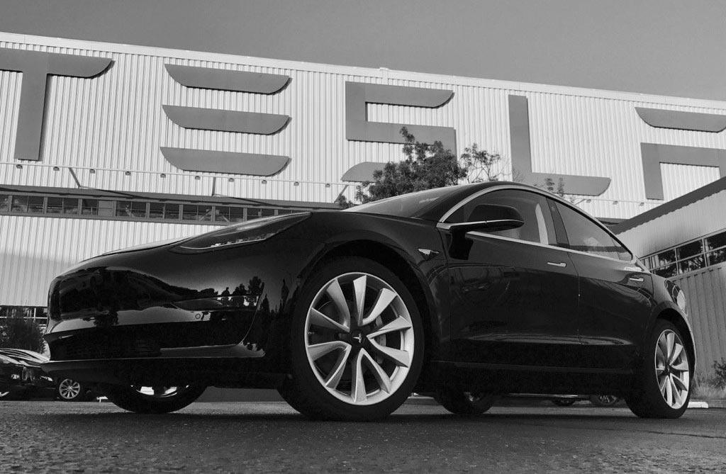 Model 3: Tesla ya produce su nuevo modelo eléctrico