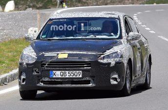 Ford prueba el próximo Focus sedán en Europa