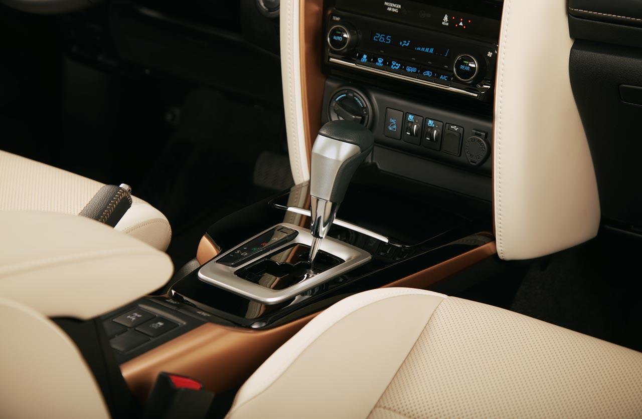 Interior Toyota SW4 Diamond