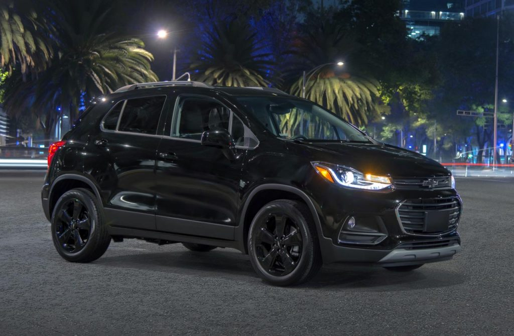 Chevrolet-Tracker-Midnight-perfil - Mega Autos