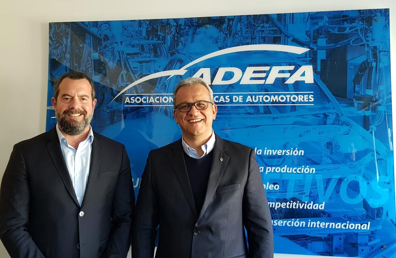 Peláez Gamboa (ADEFA) y Diego Vignati (Nissan)