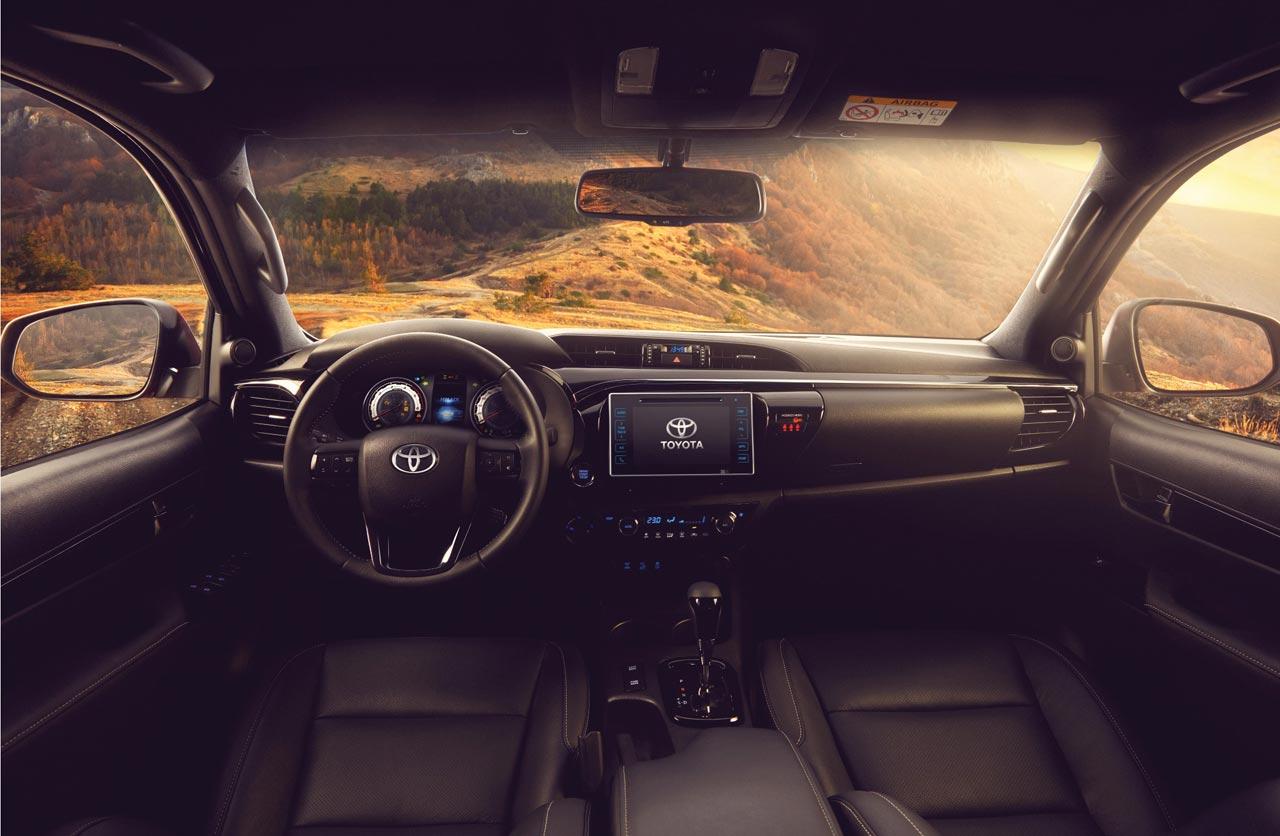 Interior Toyota Hilux 2019