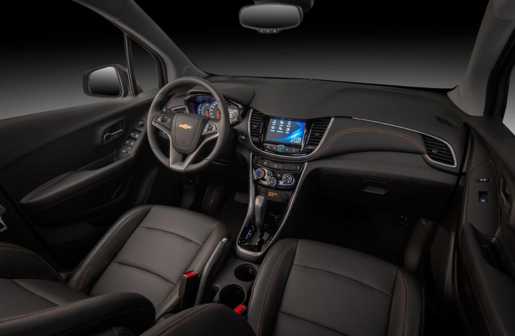 Chevrolet-Tracker-Midnight-2019-interior - Mega Autos