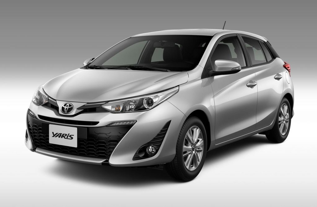 Toyota-Yaris-2019-hatch-gris - Mega Autos
