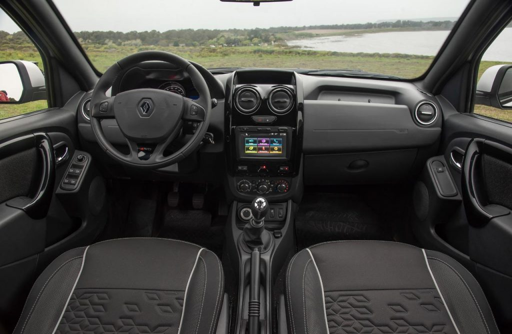 renault-duster-oroch-4x4-interior - Mega Autos