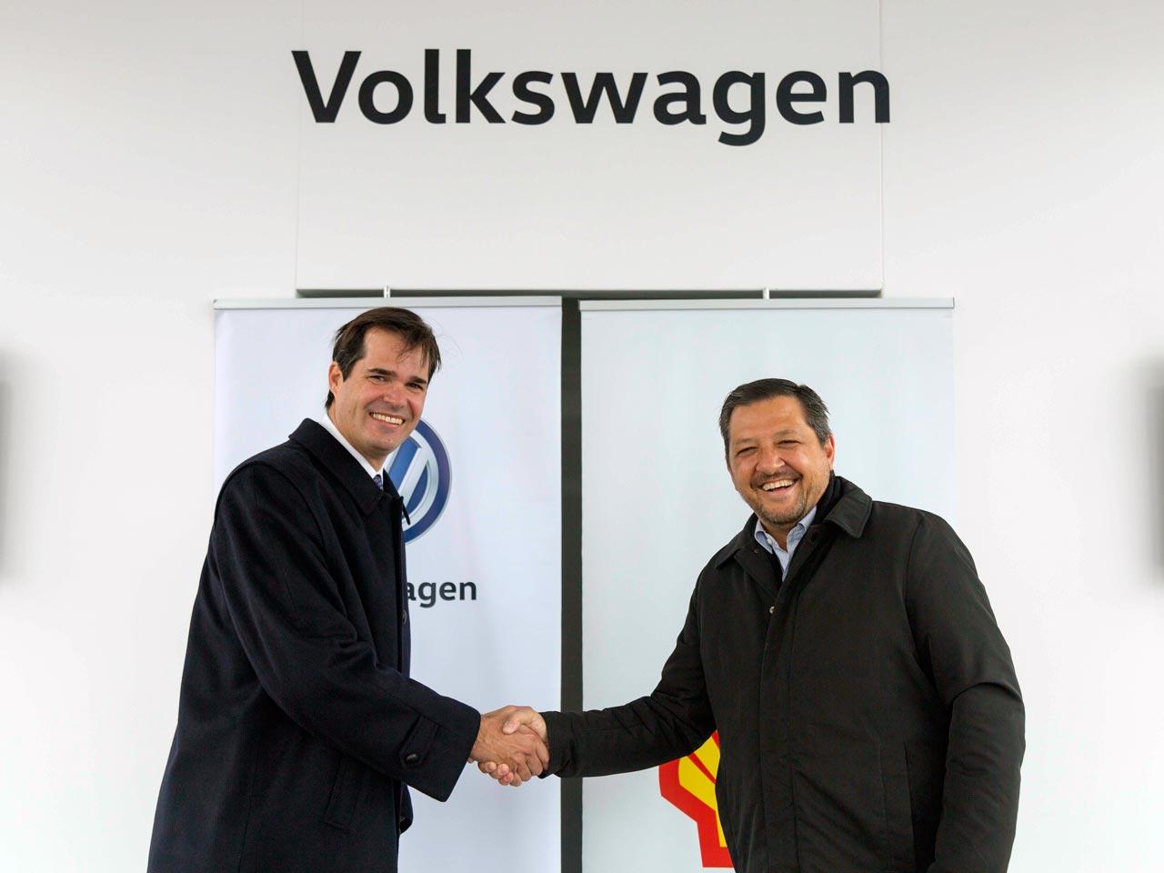 Teófilo Lacroze (CEO de Raizen Argentina, licenciataria de la marca Shell) y Hernán Vázquez (Presidente y CEO de Volkswagen Group Argentina en Volkswagen Argentina)