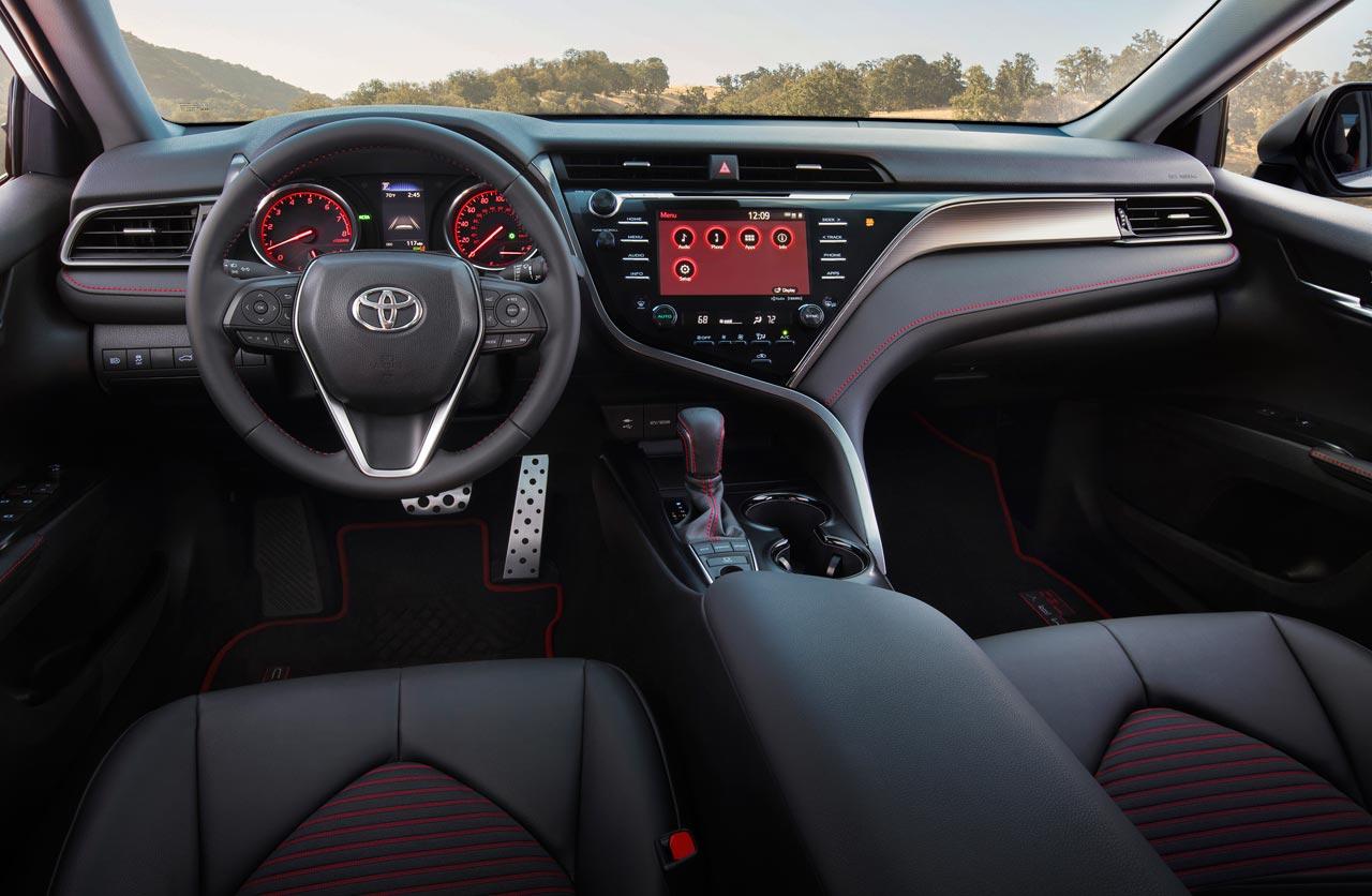 Interior Toyota Camry TRD