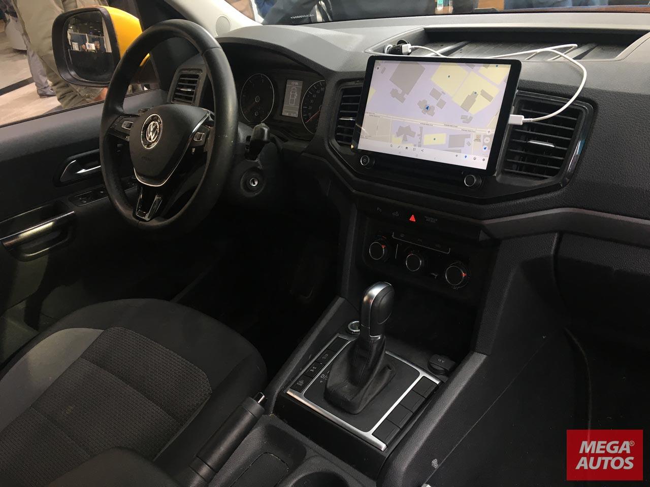 El interior de la Amarok V6 utilizada por Zietlow y equipo.