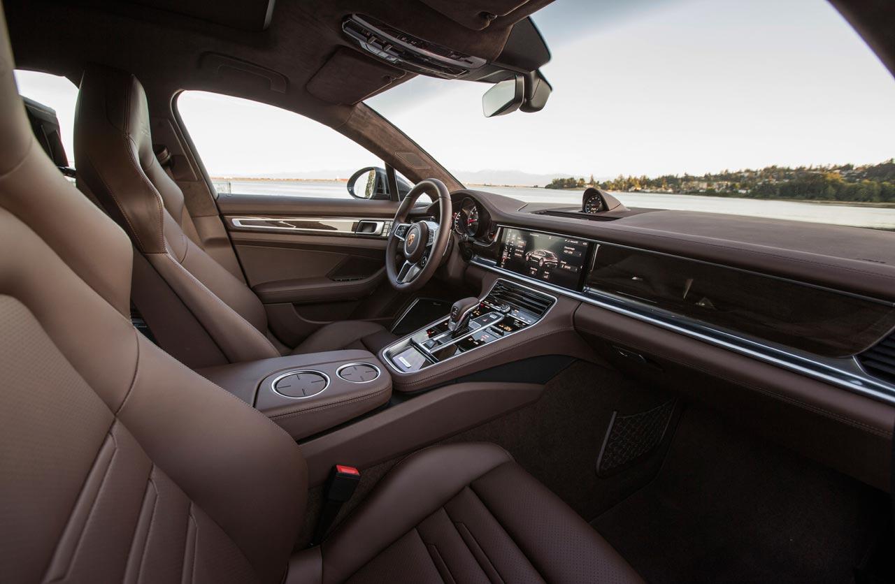 Interior Porsche Panamera Turbo Sport Turismo