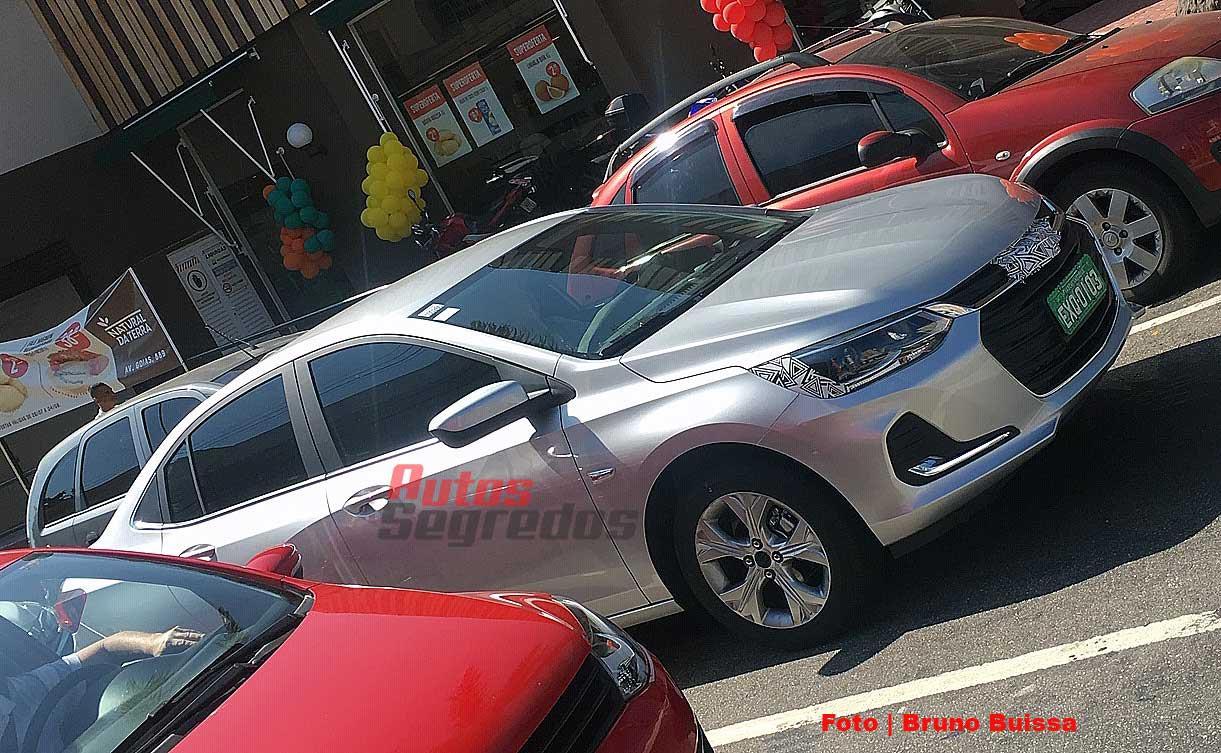 nuevo-chevrolet-onix-sedan-2020-espia-delantera - Mega Autos