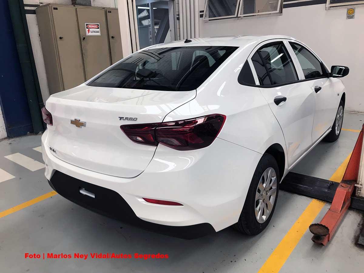 Chevrolet Onix Plus base