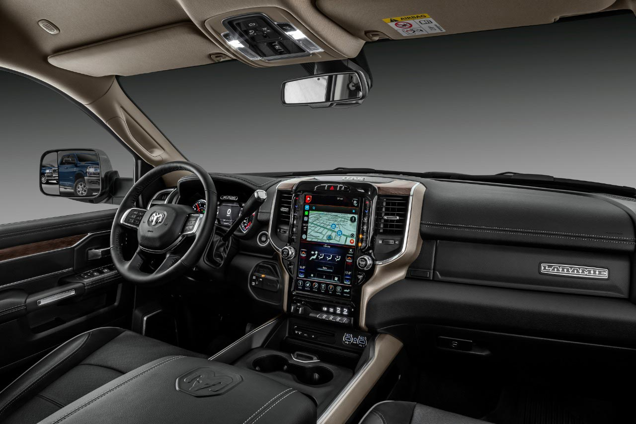 Interior Ram 2500 Laramie 2020