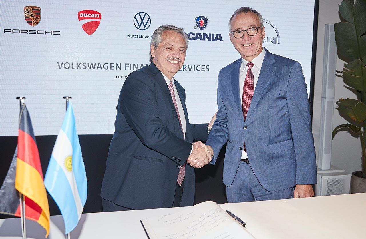 El presidente Alberto Fernandez y Dr. Tostmann en DRIVE Forum de VW.