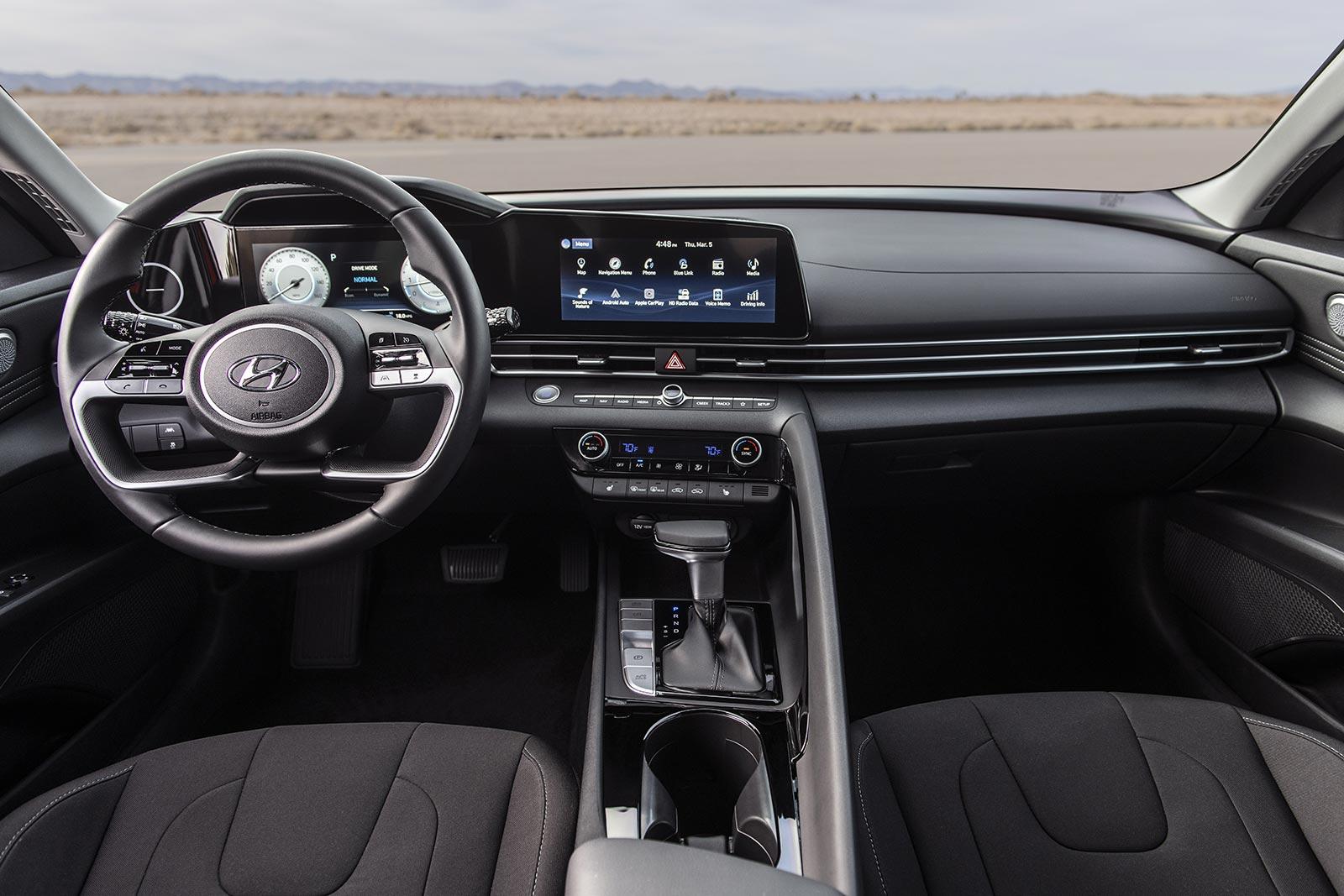 Interior Hyundai Elantra 2021