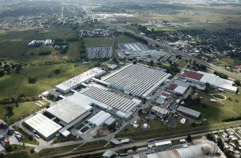 Mercedes-Benz reinicia la producción en Argentina