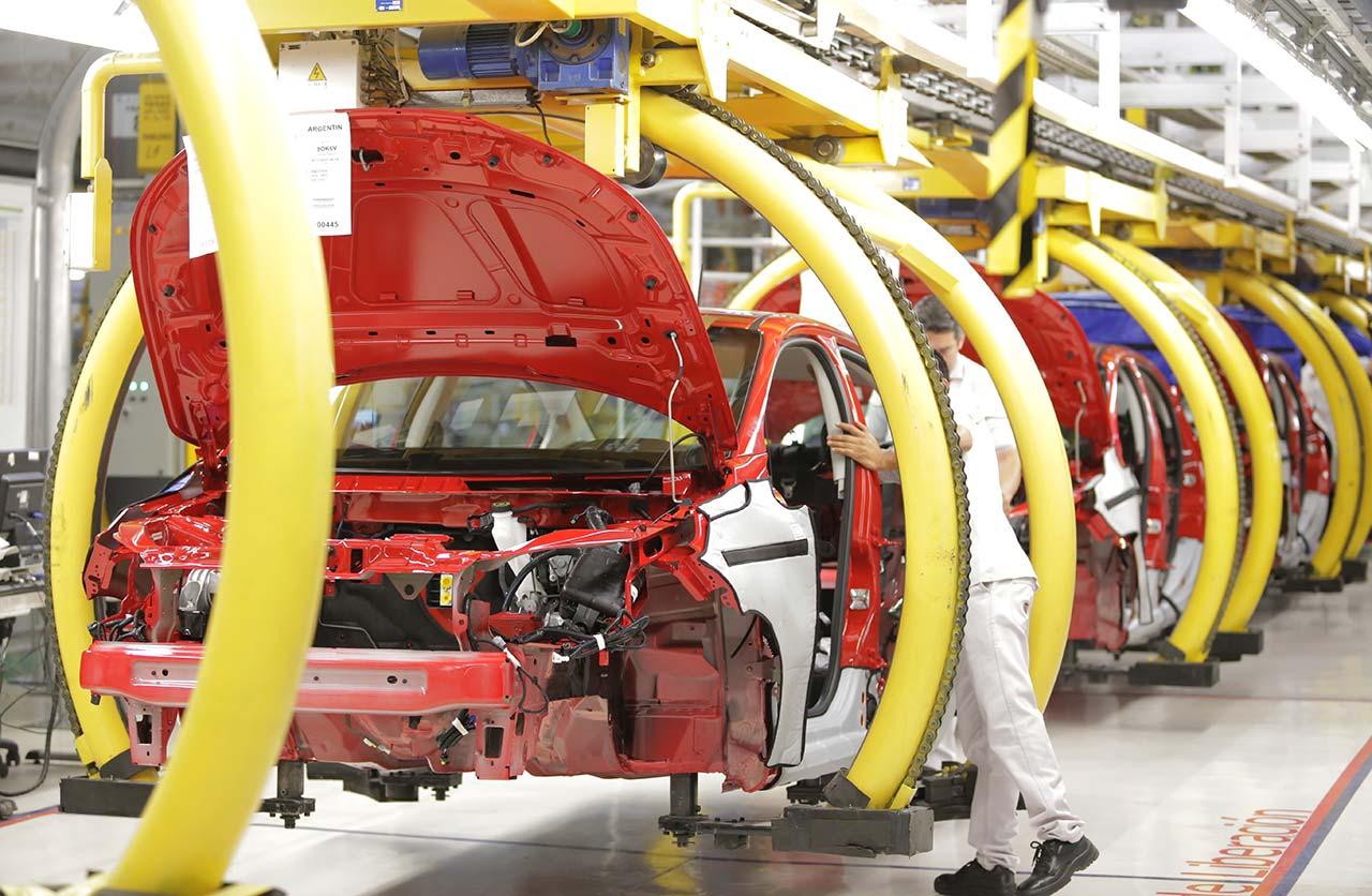FCA retomó la producción de autos en la planta de Ferreyra