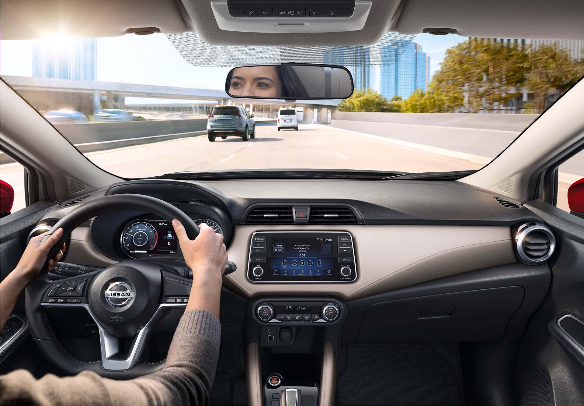 Interior Nuevo Nissan Versa