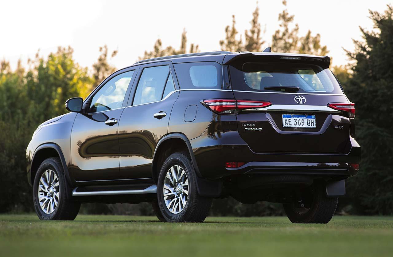 Nueva Toyota SW4 2021