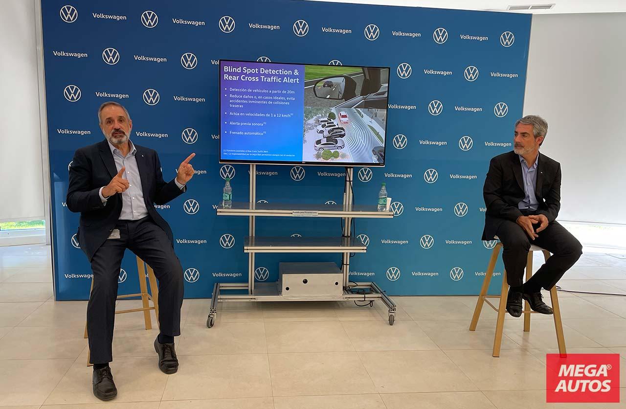 Leonardo Ezcurra, Gerente Ejecutivo de Lanzamientos, y Jorge García, Gerente del Centro Técnico de Volkswagen Argentina