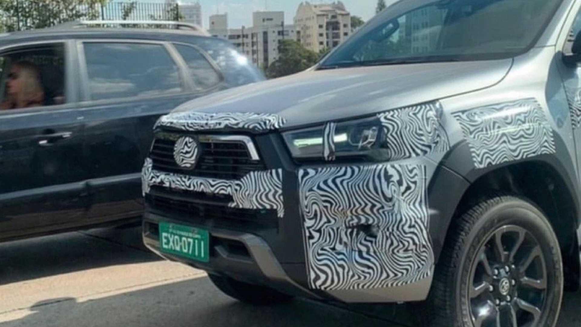 Toyota Hilux Rocco foto espía