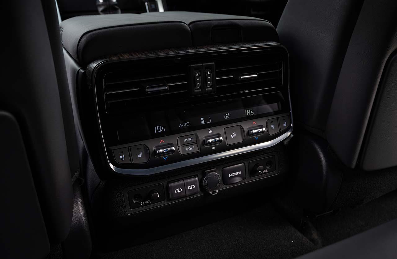 Interior Nueva Toyota Land Cruiser 300